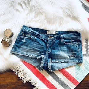 A&F Distressed jean shorts size 6 🍕